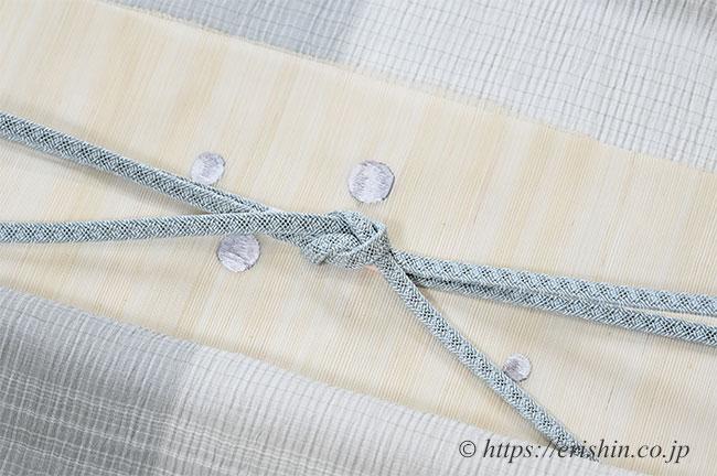 コーディネート例 小千谷縮(片身違い/ライトグレイ)に刺繍名古屋帯(金魚・墨色/粗紗)
