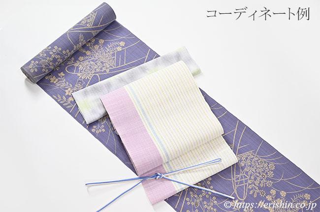 竺仙松煙染小紋と麻八寸織名古屋帯とのコーディネート例