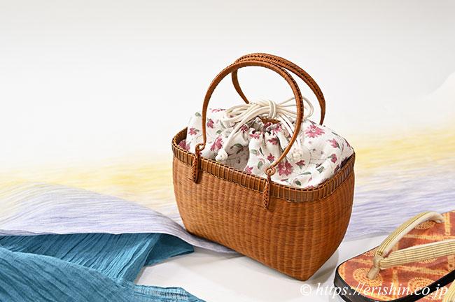 和小物さくら・竹籠巾着付バッグ(栗の実色)のコーディネート例