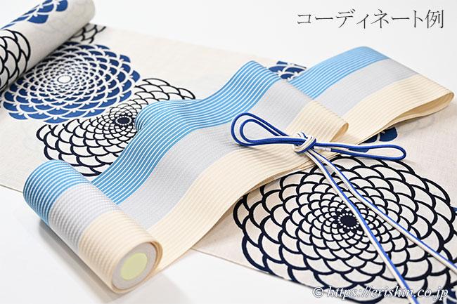 博多半巾帯(麻絹/三色縞・縹×灰×薄砥粉色)と誉田屋源兵衛浴衣(丸菊)とのコーディネート例