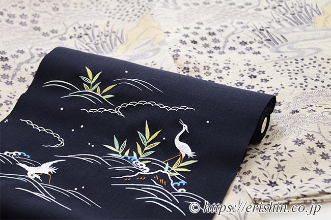 えり新オリジナル「刺繍名古屋帯(岸辺の景色)」と合わせ優雅な趣で。