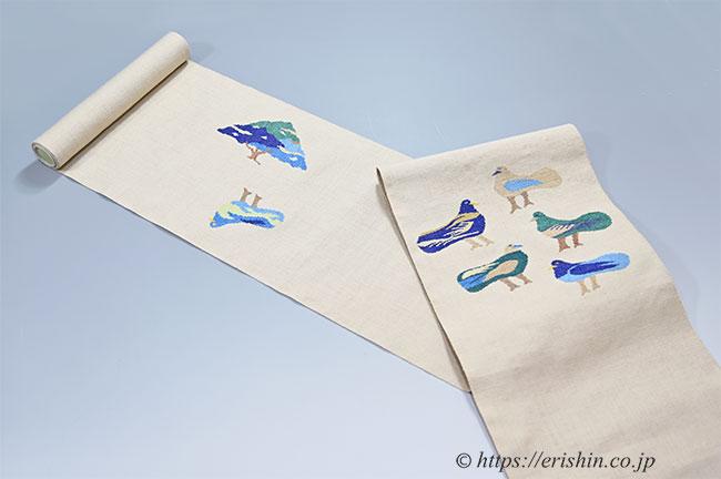 八寸織名古屋帯(鳥の集い・エジプトの鳩) 洛風林 生地拡大